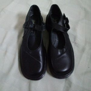 Dr martens leather shoes EUC SIZE 7 US 9